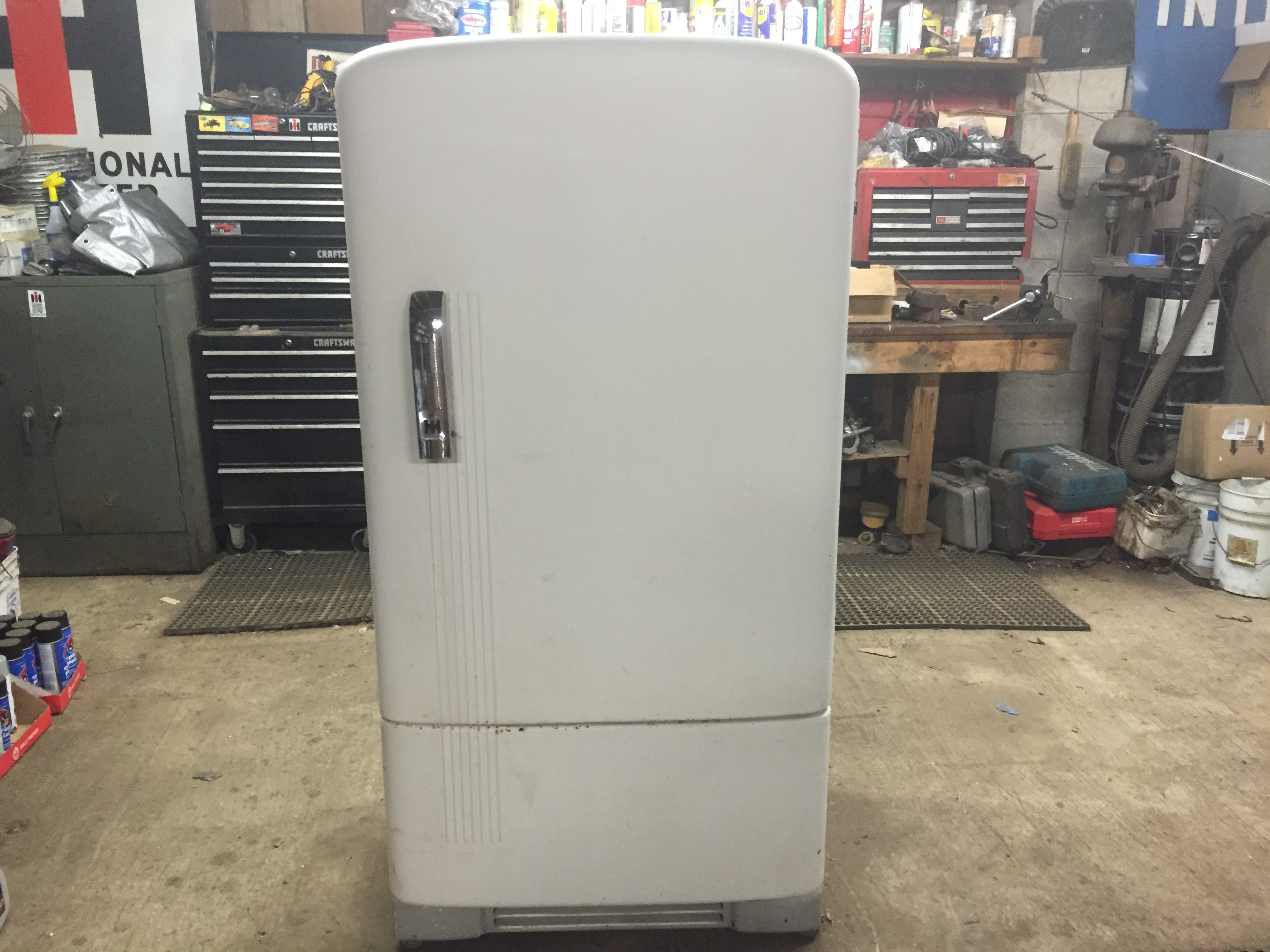 International Harvester Refrigerator : International harvester refrigerator still works